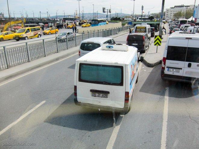 Парковка по центру дороги