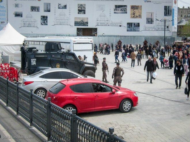 Военные с оружием в Стамбуле
