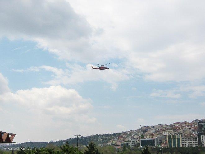 Вертолёт над парком