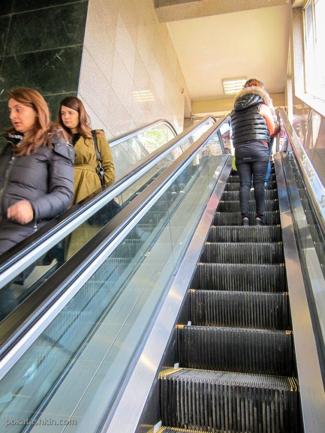 Эскалатор на верхней станции канатной дороги Эюп - Пьер Лоти (Teleferik TF2)