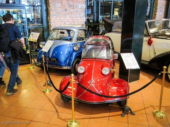 Синяняя BMW Isetta 300 (1956г) и красная MesserschmittKR200 (1960 г)