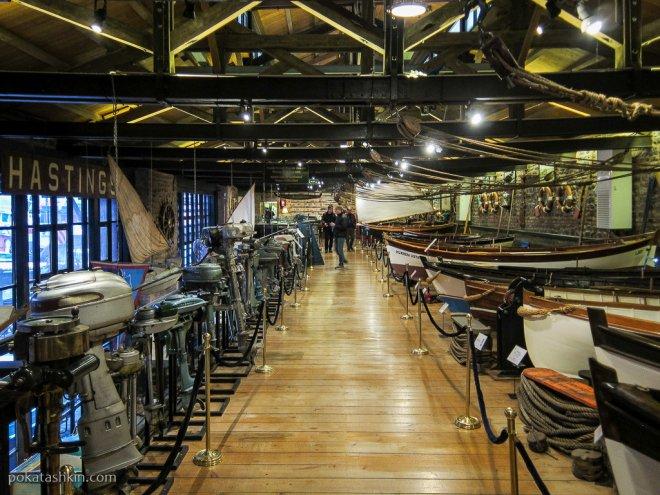 Коллекция навесных моторов и лодок