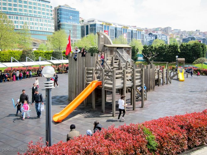 """Детская площадка в парке """"Миниатюрк"""""""
