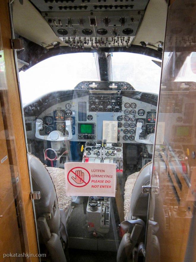 Кабина пилотов Hamburger Flugzeugbau HFB-320 Hansa Jet