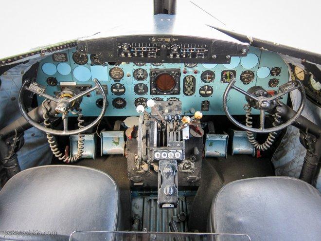 Кабина C-47 Skytrain