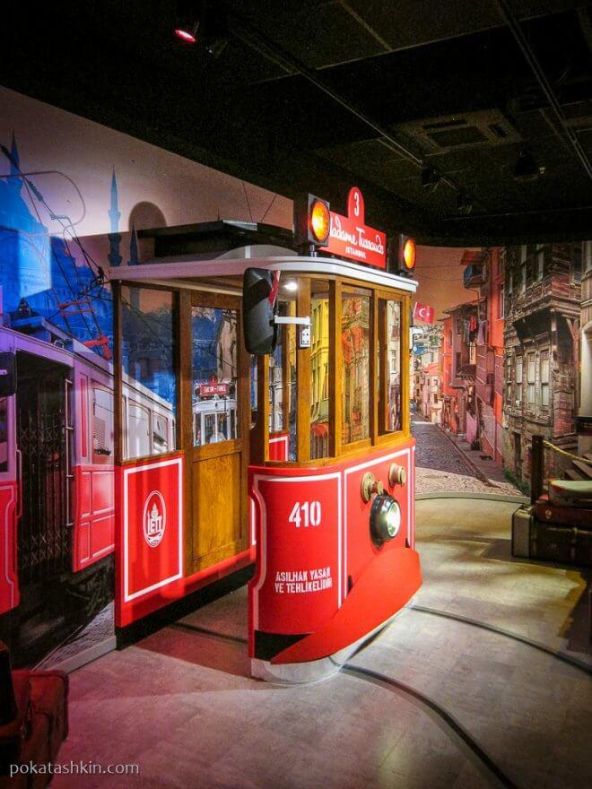 Трамвай в музее мадам Тюссо в Стамбуле