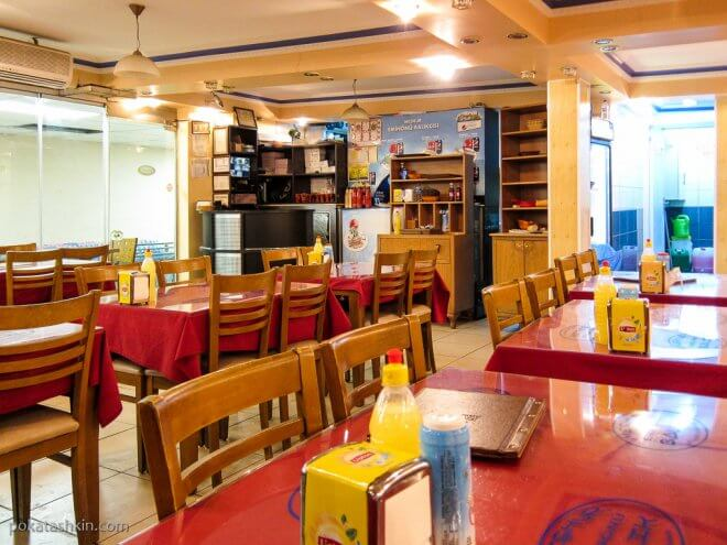 Интерьер рыбного ресторана «Meşhur Eminönü Balık» (Стамбул)
