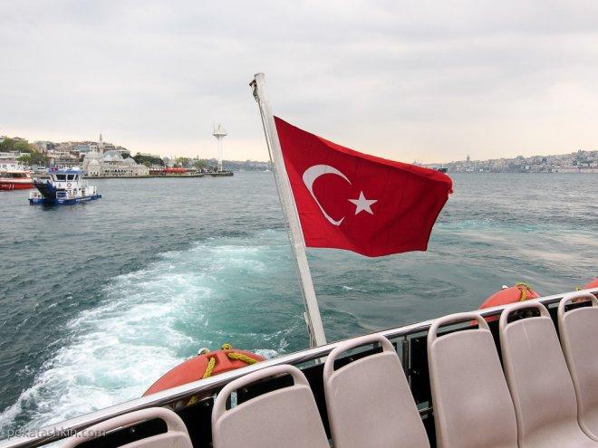 Турецкий флаг на пароме