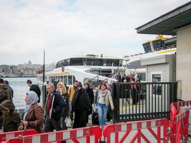 Паром в Стамбуле: высадка пассажиров