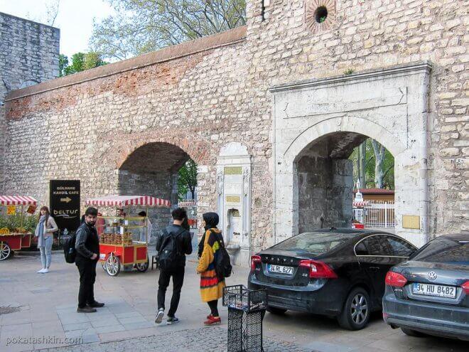 Вход в парк Гюльхане (Gülhane Parki)