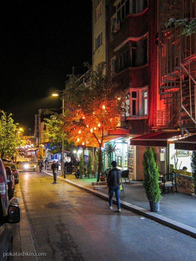 Ночная улица в Стамбуле