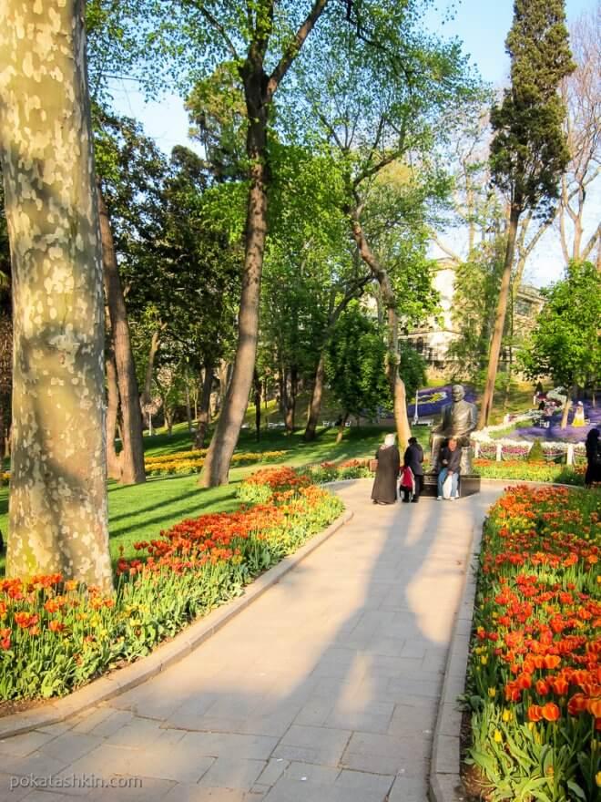 Памятник в парке Гюльхане (Gülhane Parki)