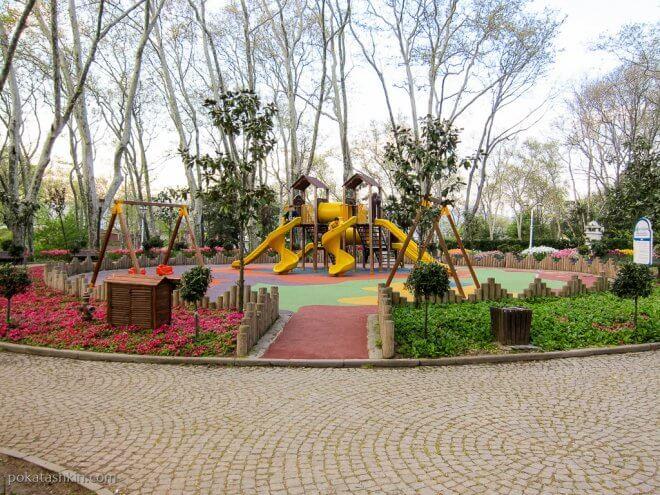Детская площадка в парке Гюльхане (Gülhane Parki)