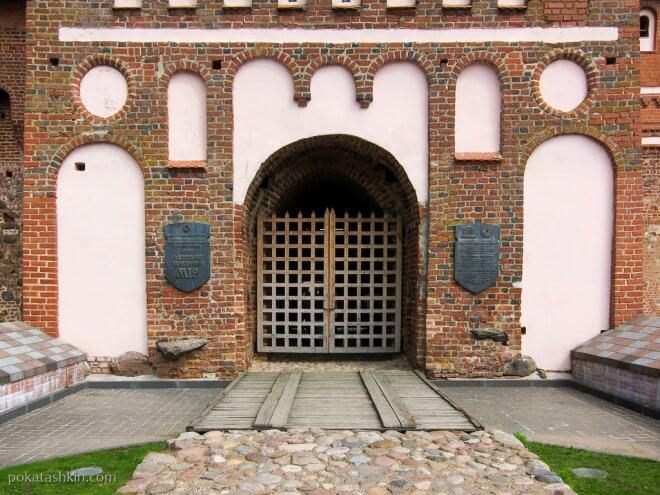 Ворота Мирского замка