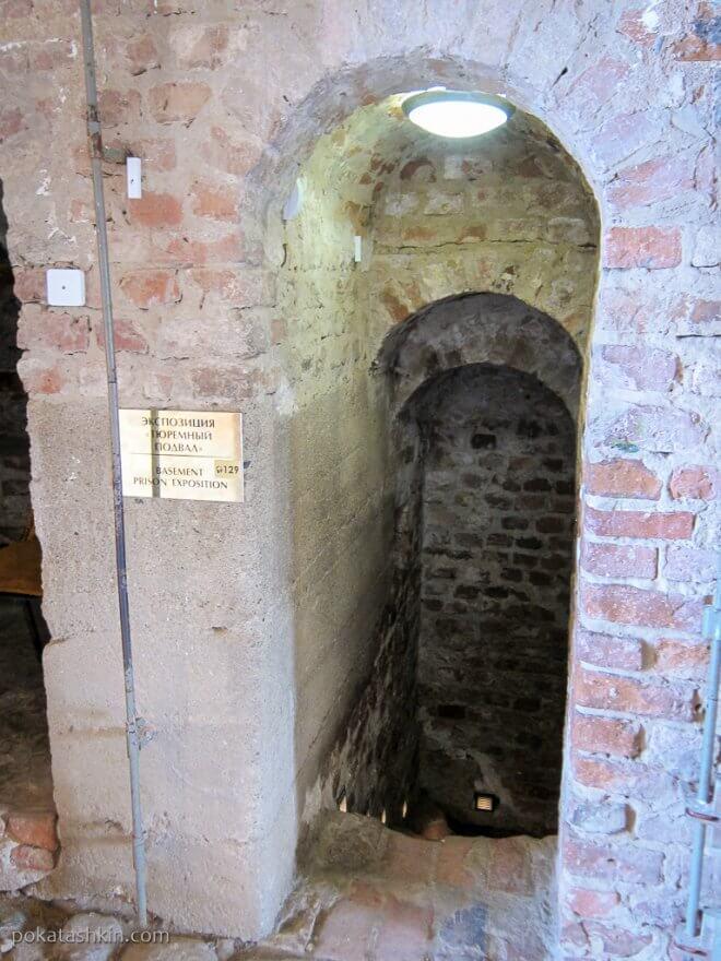 """Вход в экспозицию """"Тюремный подвал"""""""