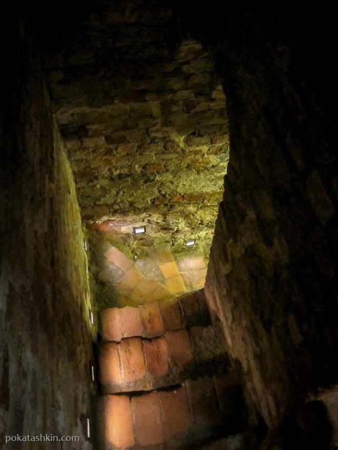 Лестница в тюремный подвал