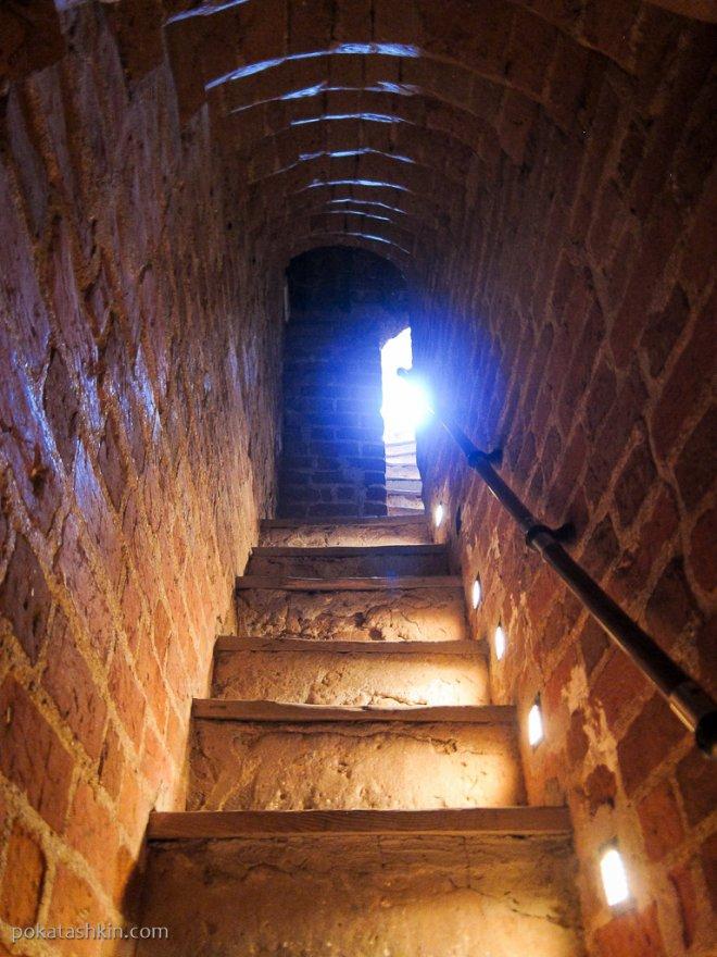 Лестницы в башни Мирского замка