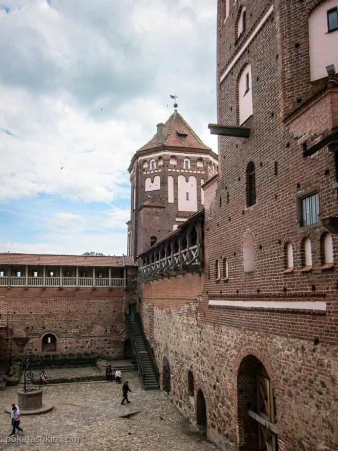 Внутренний двор Мирского замка