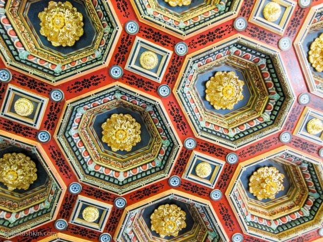 Потолок в обеденном зале Мирского замка