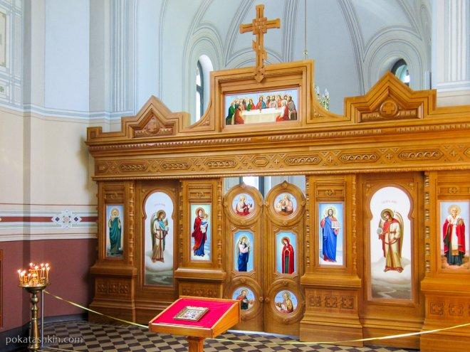 Интерьер церкви-усыпальницы князей Святополк-Мирских