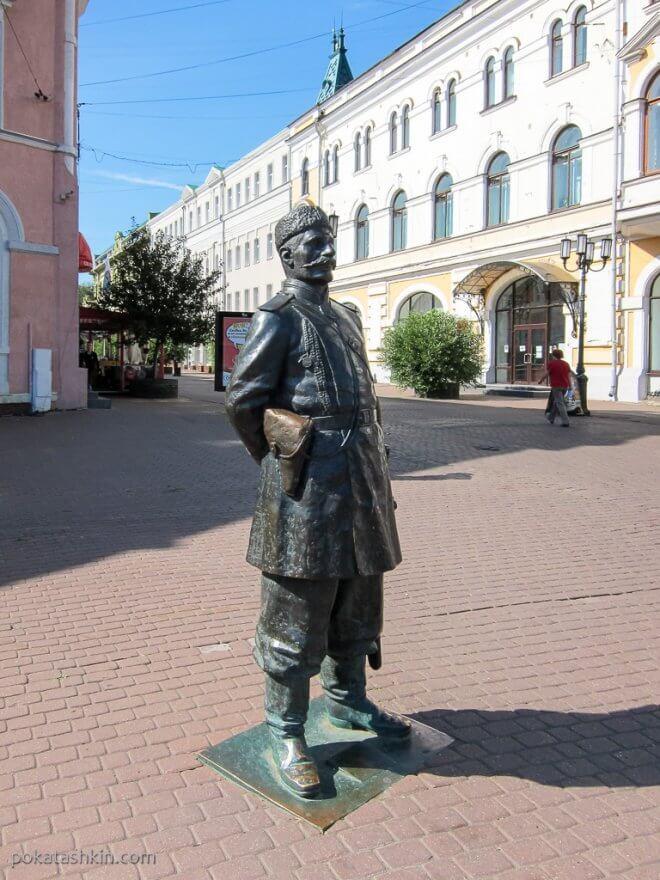 Памятник городовому в начале Большой Покровской улицы (Нижний Новгород)