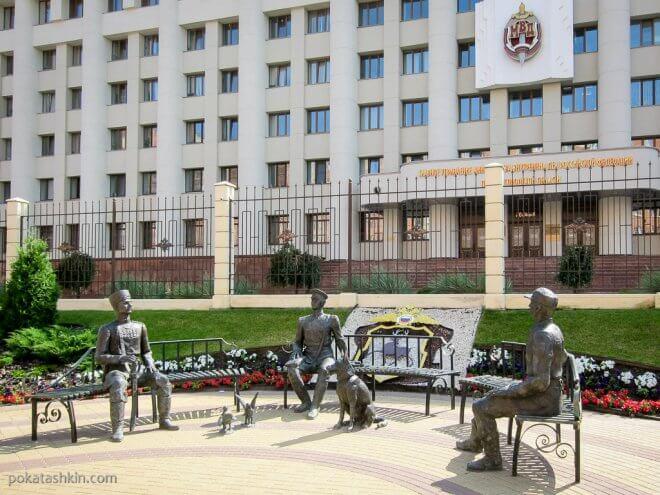 Памятник возле Главного управления МВД РФ по Нижегородской области