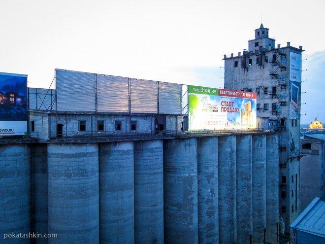 Заброшенный мукомольный завод возле метромоста (Нижний Новгород)