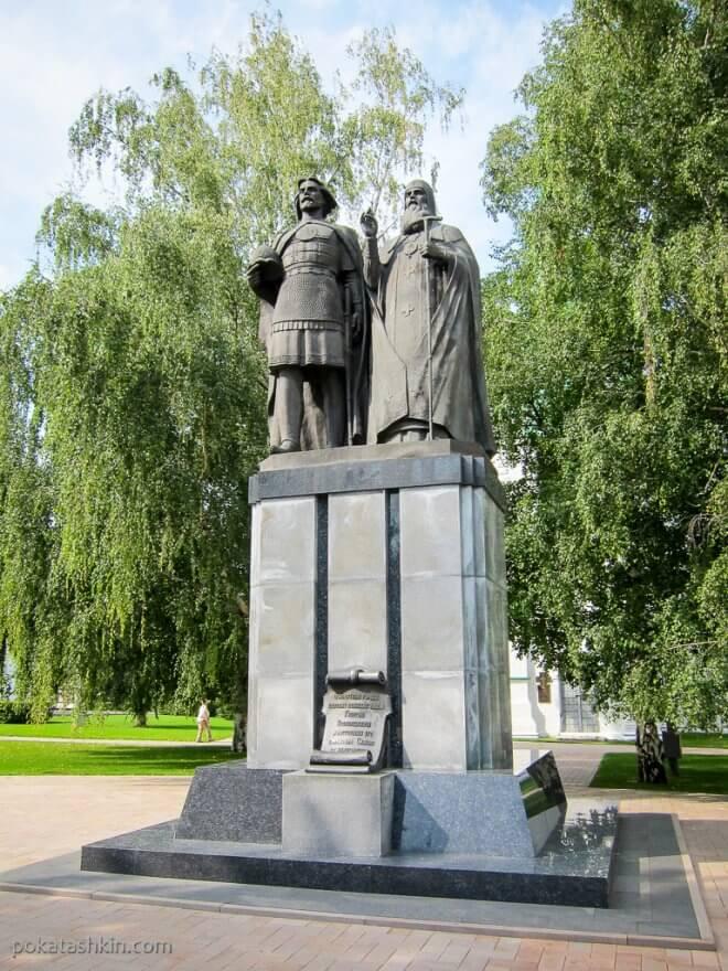 Памятник князю Георгию Всеволодовичу и святителю Симону Суздальскому
