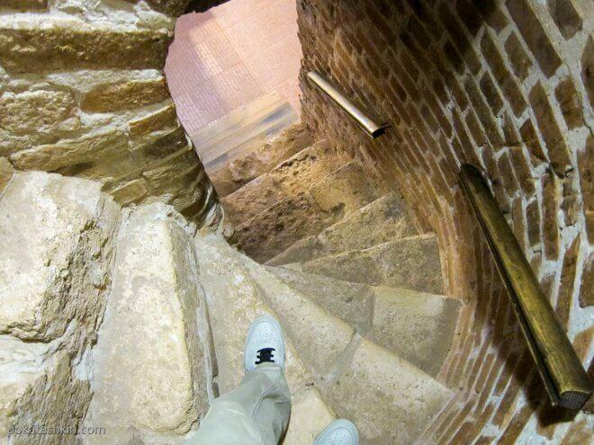Нижегородский креиль: каменная винтовая лестница
