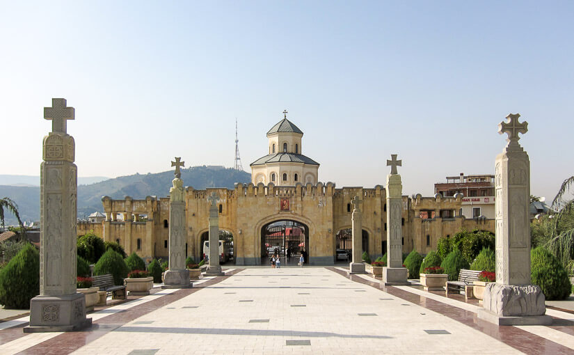 Тбилиси. День 3. Цминда Самеба, Президентский дворец, улица Шавтени, серные бани, храм Метехи