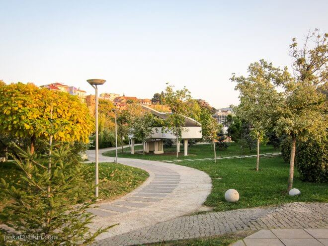Рояль в парке Рике