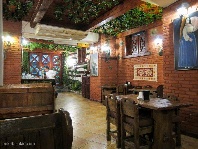 Интерьер ресторана «Pirosmani» (Тбилиси)
