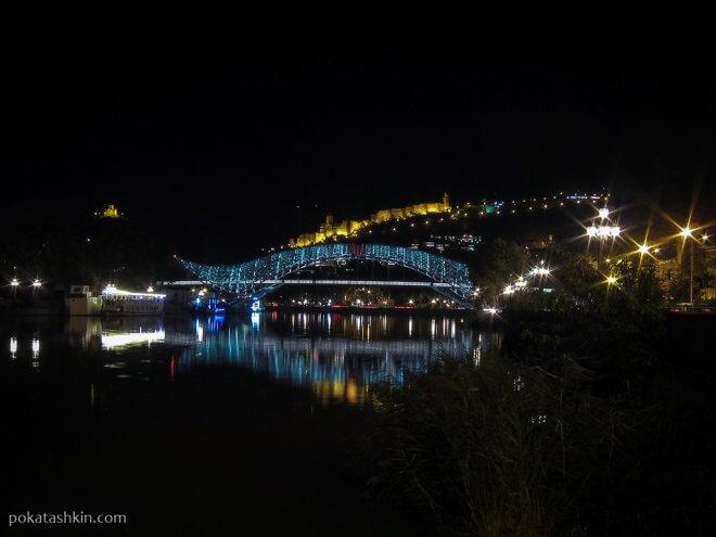 Ночной Мост Мира с подсветкой
