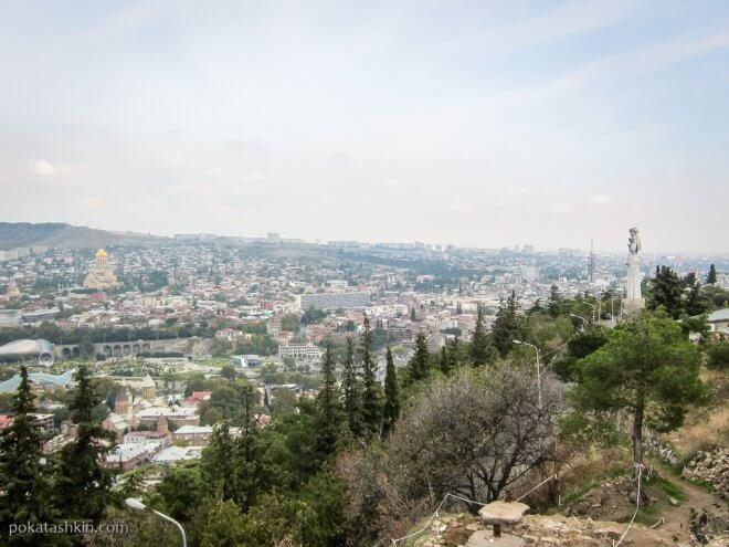 Вид на Тбилиси с холма Сололаки