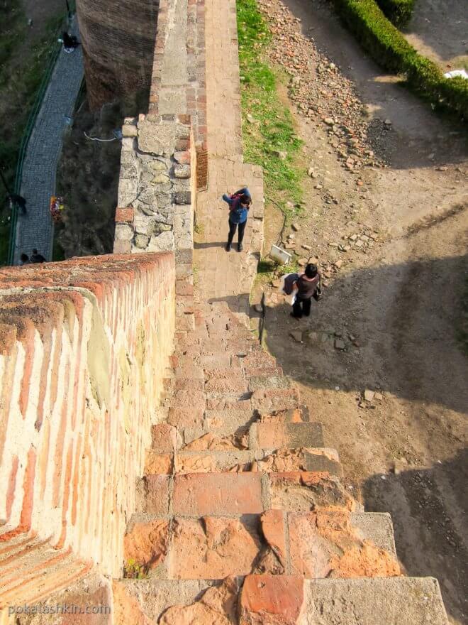 Стены крепости Нарикала