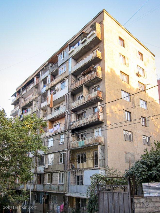 Тбилисские балконы и заложенные окна