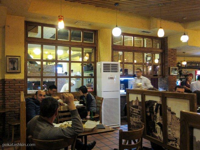 Интерьер ресторана «Samikitno», пл. Горгасали (Тбилиси)