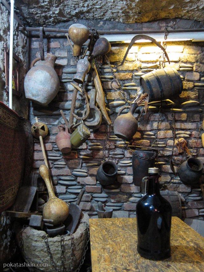 Интерьер кафе «Old Generation» (Тбилиси)
