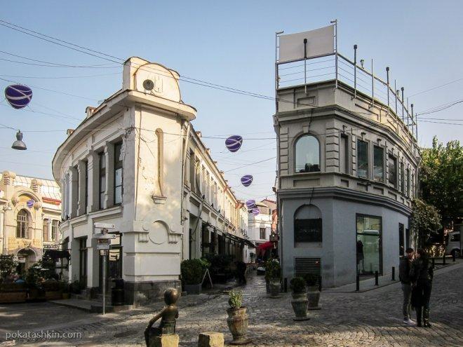 Полукруглый дом на улице Шавтени
