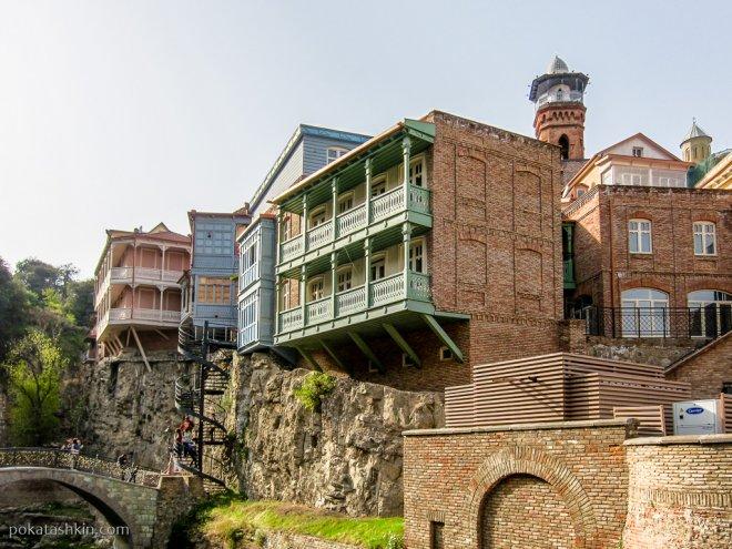 Тбилисские балконы и винтовая лестница