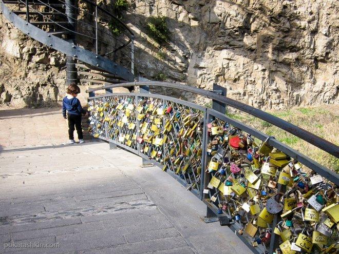 Мост с замками
