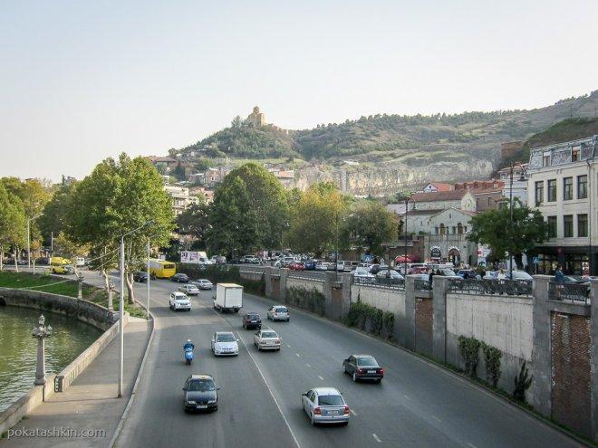 Улица Вахтанга Горгасали и монастырь Табори