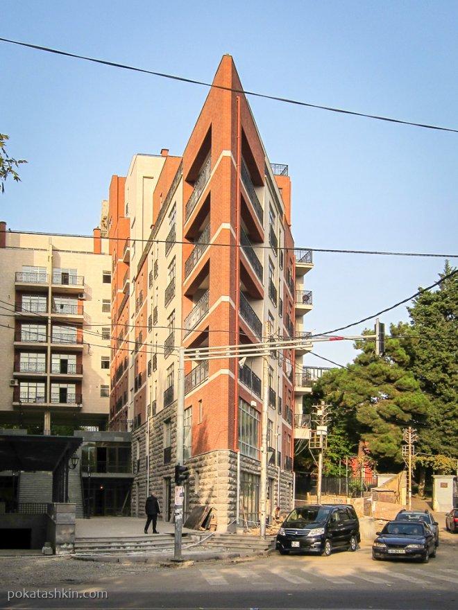 Остроугольный дом в Тбилиси