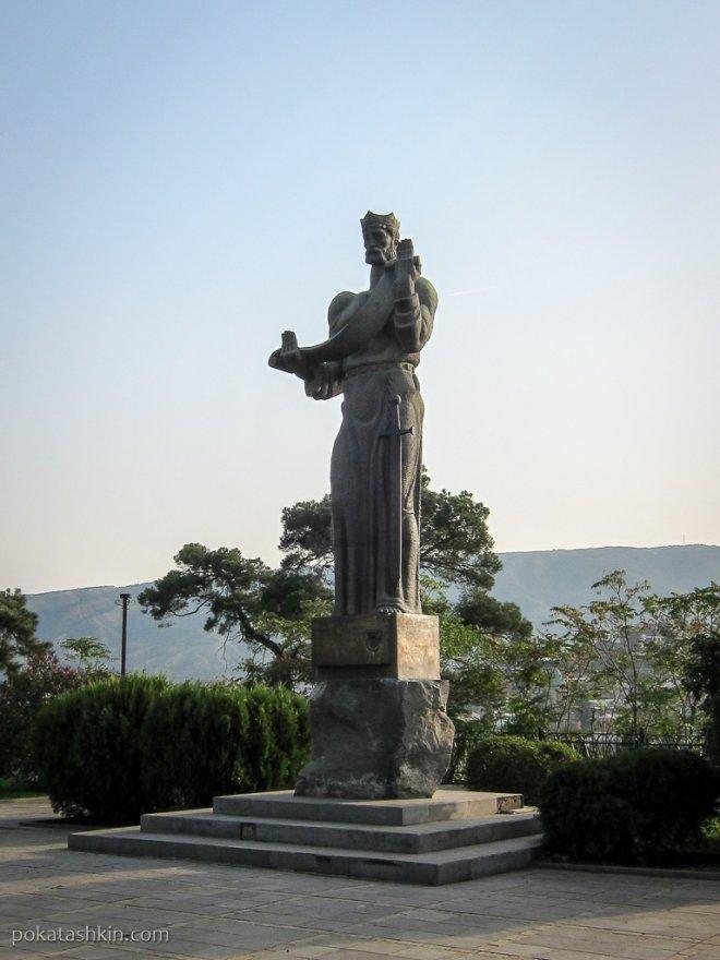 Монумент царю Фарнавазу