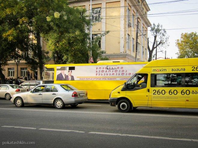Реклама на автобусе в Тбилиси