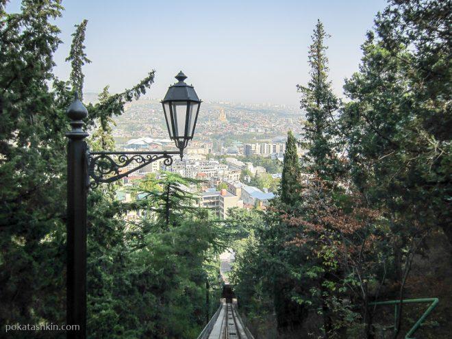 Тбилисский фуникулёр: вид на Тбилиси
