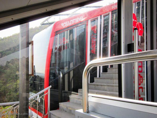 Тбилисский фуникулёр: промежуточная станция