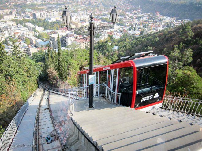 Тбилисский фуникулёр: выход в пантеон