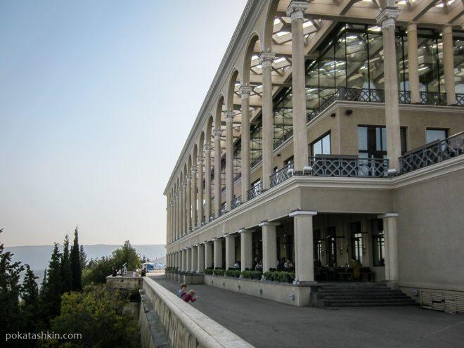 Ресторан на верхней станции фуникулёра