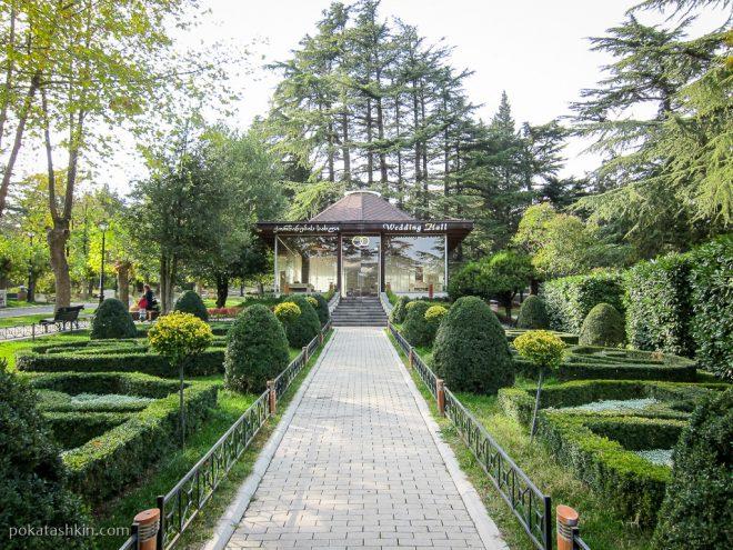 Зал бракосочетаний в парке Мтацминда